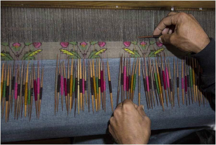 圍巾 羊毛機織款,比手織全羊絨卡尼節省更多時間。